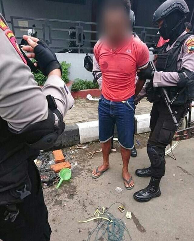 Beredar Foto Pria Bakar Al-Qur'an di Pemalang, Polisi: Kami Cek Dulu