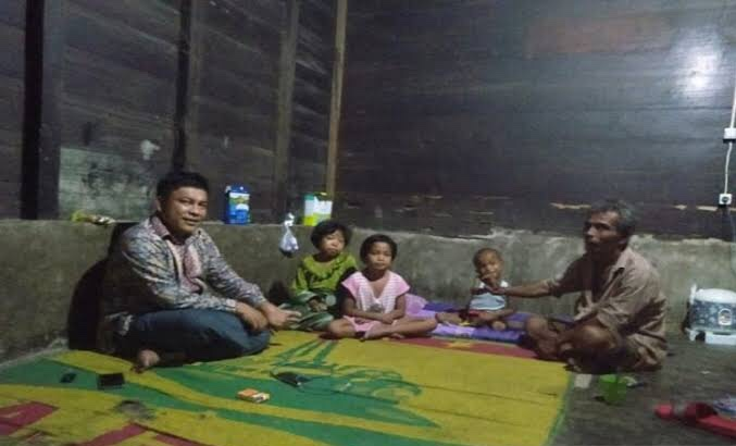 Miris, Tiga Kakak Beradik Makan Sabun Karena Miskin di Tapsel. (foto: antaranews.com)