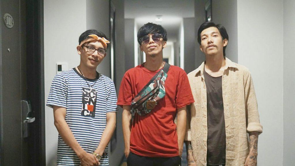 Personil Kendari Hip Hop Vanguard (Sebelah kiri Melvin Kopalit, tengah Hardyan Destro, sebelah kanan Jorgi Bless)