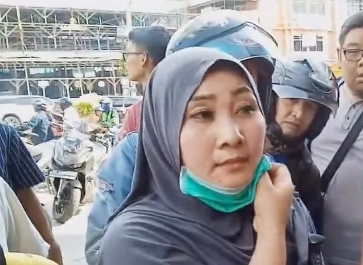 Dituduh Menculik Anak, Jilbab Nenek Pemulung Dicopot dan Dihakimi Warga