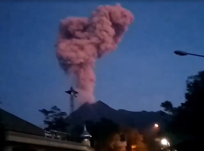 Perkembangan Aktifitas Gunung Merapi Kaliurang,Tinggi Kolom Asap 2.000 Meter