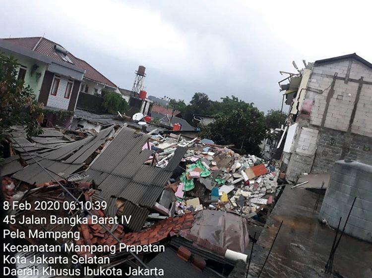 Rumah Kost Tiga Lantai di Jakarta Selatan Ambruk