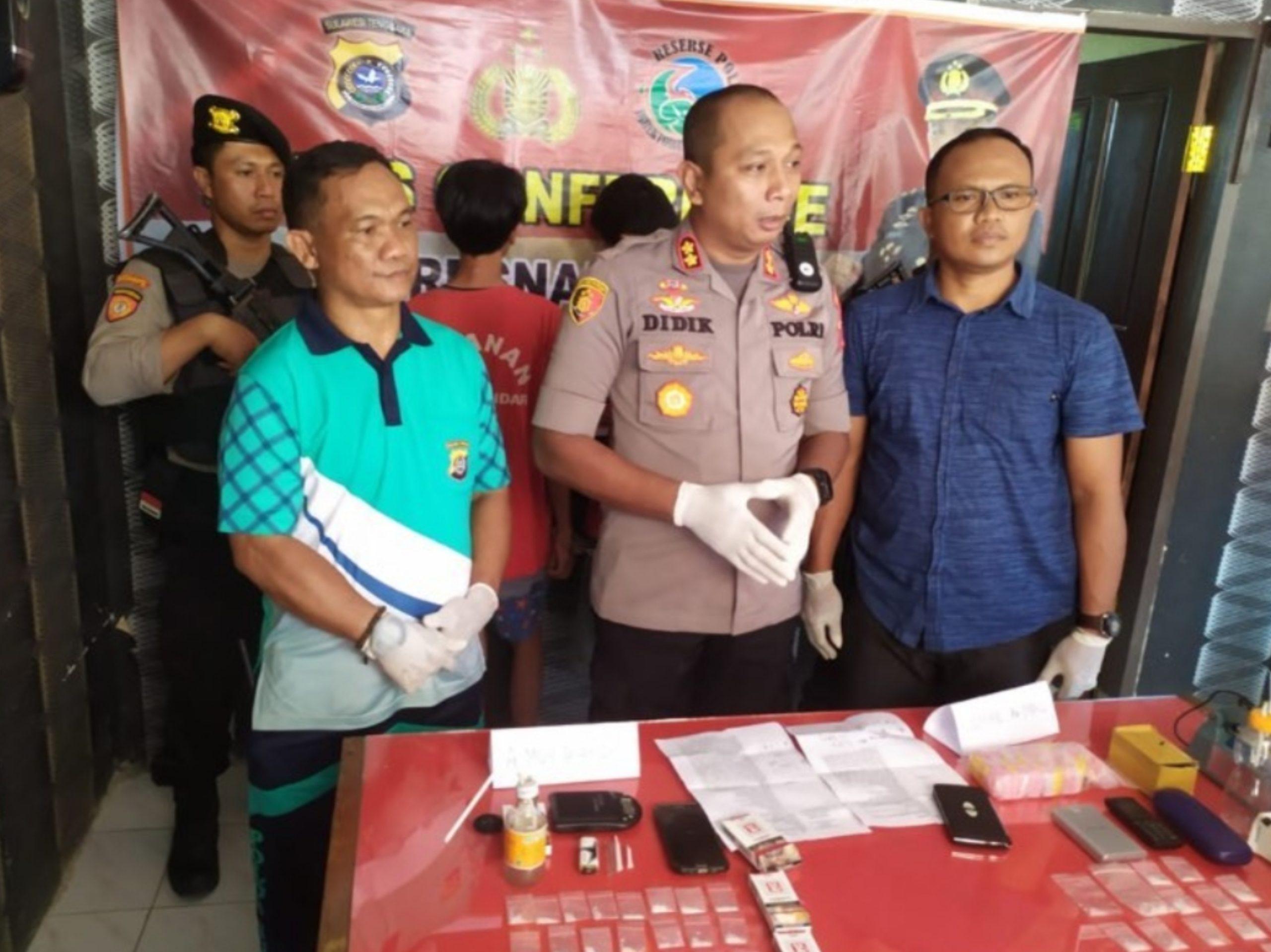 Dua orang pengedar narkoba diamankan oleh Satuan Narkoba Polres Kendari. (Foto : Istimewa)