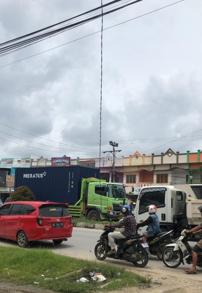 Kabel listrik putus di Jalan Jend. A. H. Nasution Anduonohu.