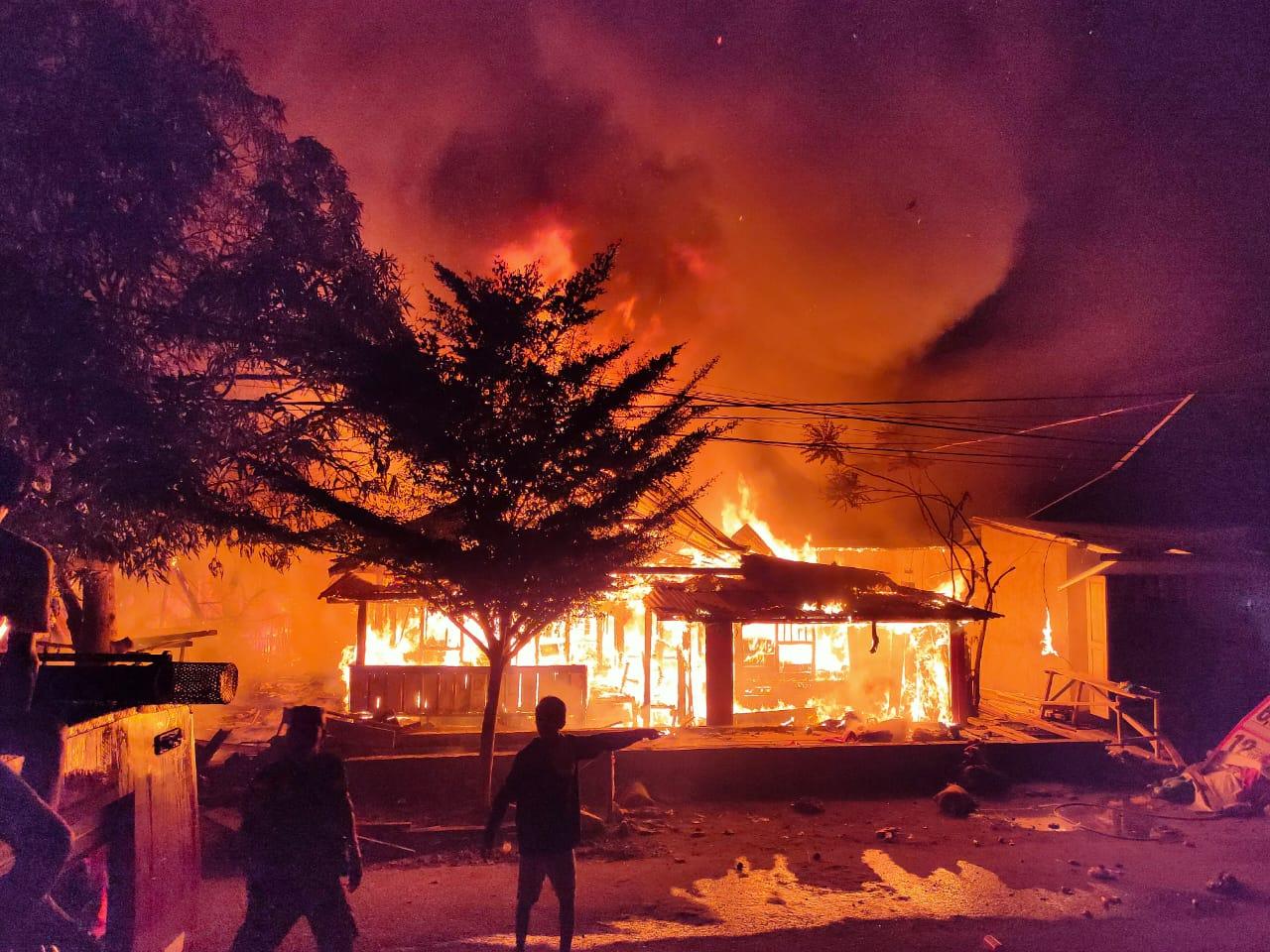 Peristiwa kebakaran di Jalan Sunu, Kabupaten Kolaka 19/2/2020. (Foto : Wawan/kolakainfo)