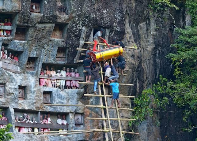 Tradisi Pemakaman Unik Rambu Solo di Tana Toraja