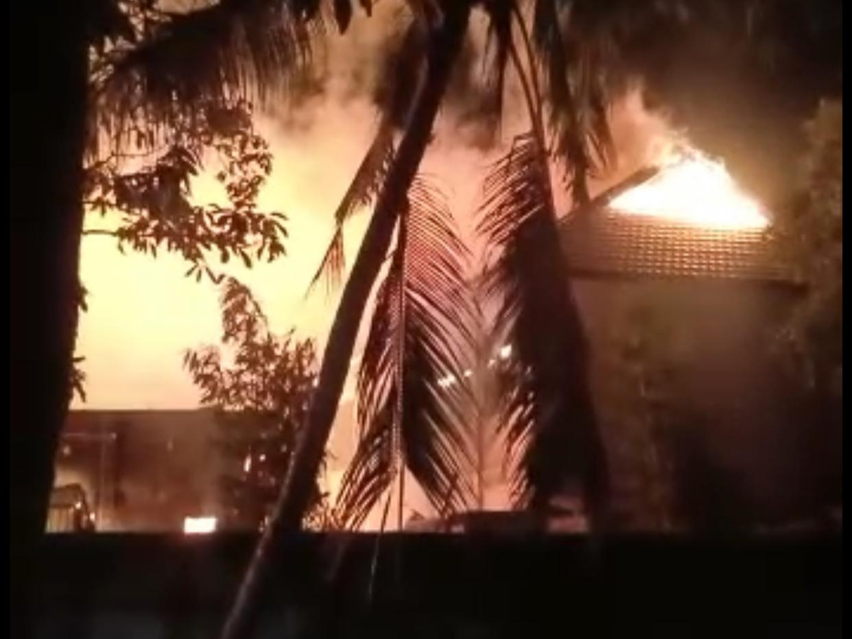 SMK Negeri 4 Kendari Dilahap Api, Ruang OSIS Ikut Hangus. (foto: Fera)