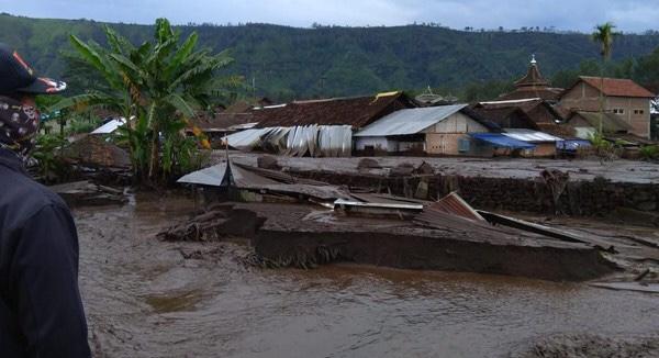 Terjadi Lagi, Banjir Bandang Terjang Kawasan Ijen Bondowoso. (foto: istimewa)