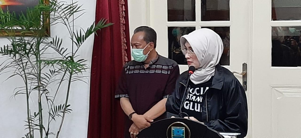 Puput Tantriana Sari, Bupati Probolinggo, menjelaskan 3 warganya yang terpapar Covid-19
