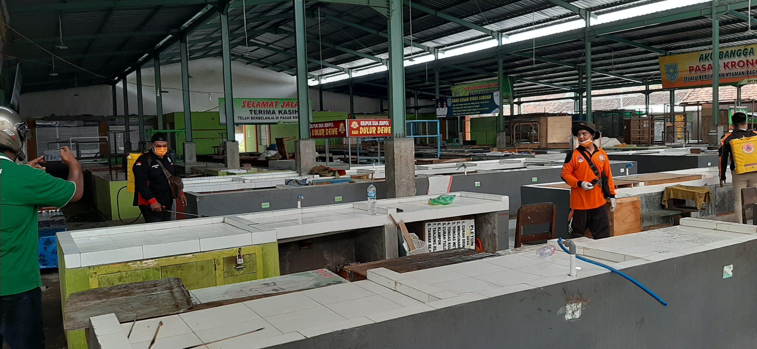 Tekan Penyebaran Covid-19 Komunitas RX King Kota Probolinggo Semprot Disinfektan Ke Pasar-Pasar