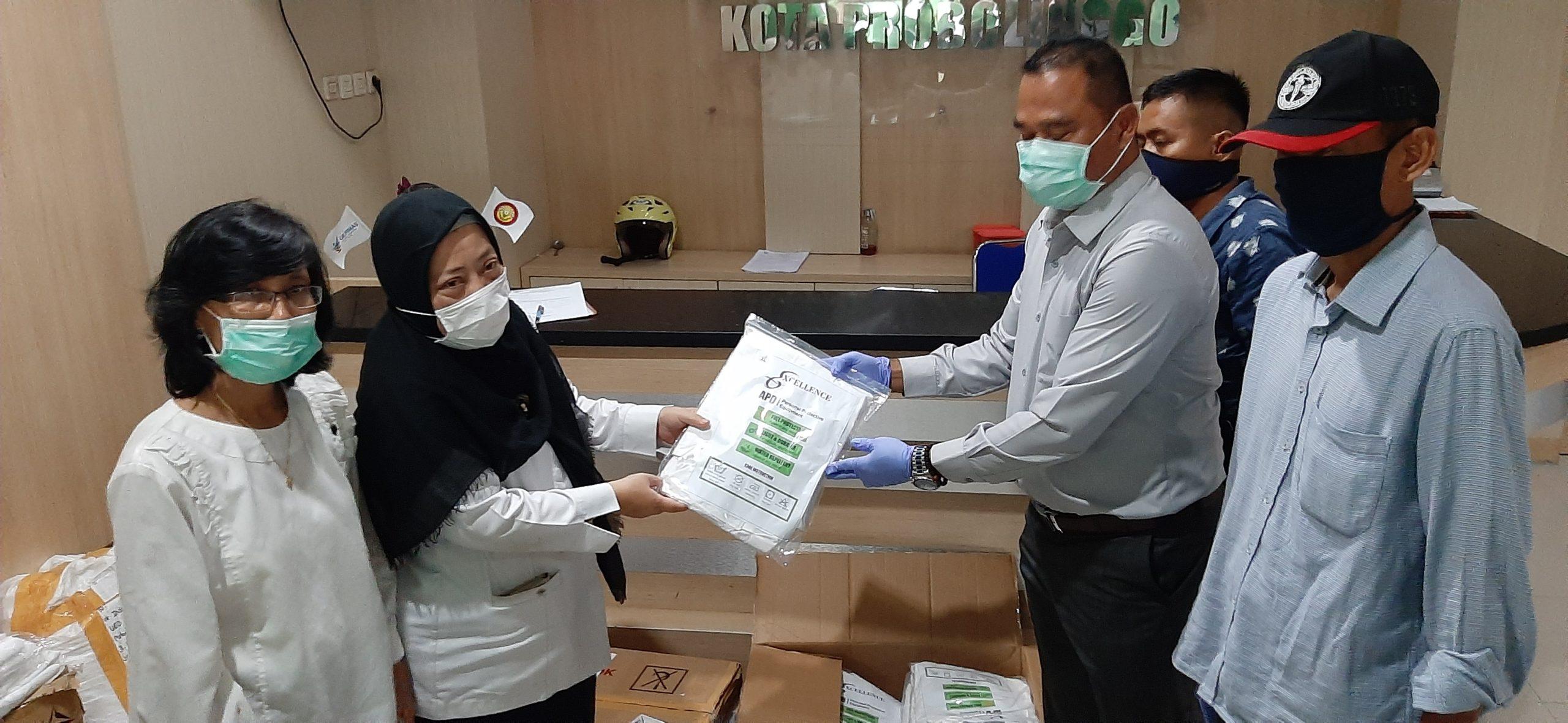 Paguyuban Juragan Kapal Pencari Ikan Se-Kota Probolinggo Beri Bantuan Puluhan Baju APD Ke RSUD Dokter Mochammad Saleh