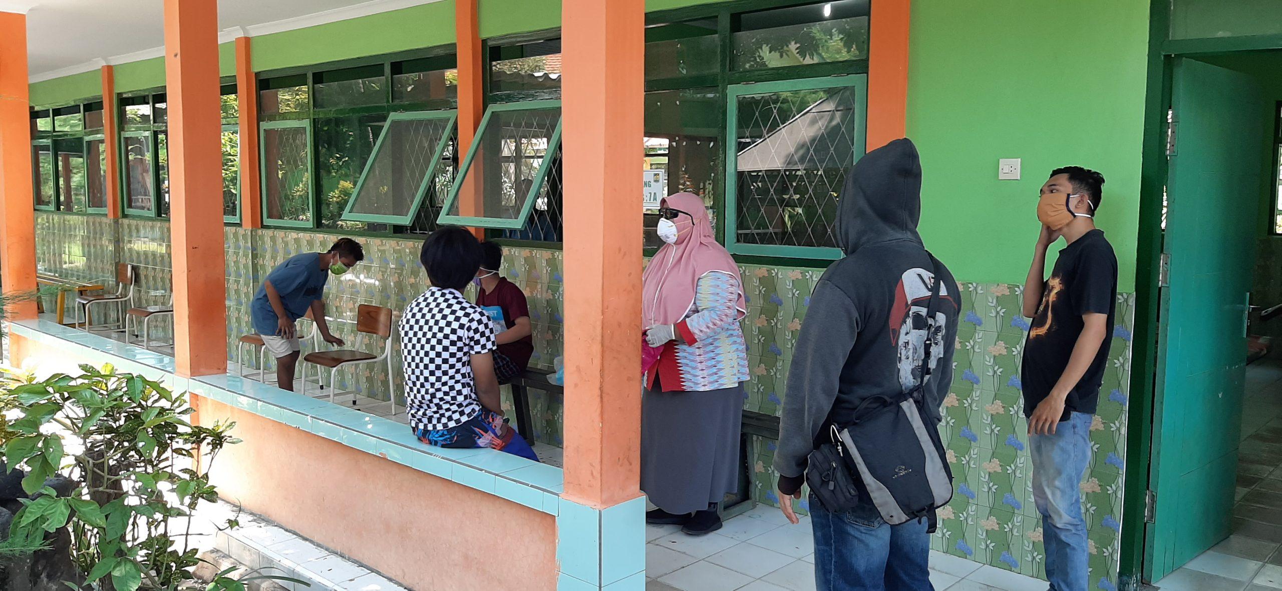 Warga Dikarantina di SMPN 1 Gending Kabupaten Probolinggo Mengeluh Kelaparan