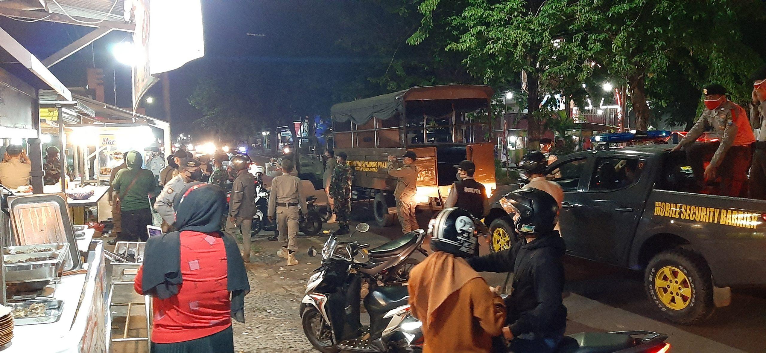 Ratusan Petugas Gabungan Kota Probolinggo Gelar Razia Humanis Antisipasi Penyebaran Covid-19