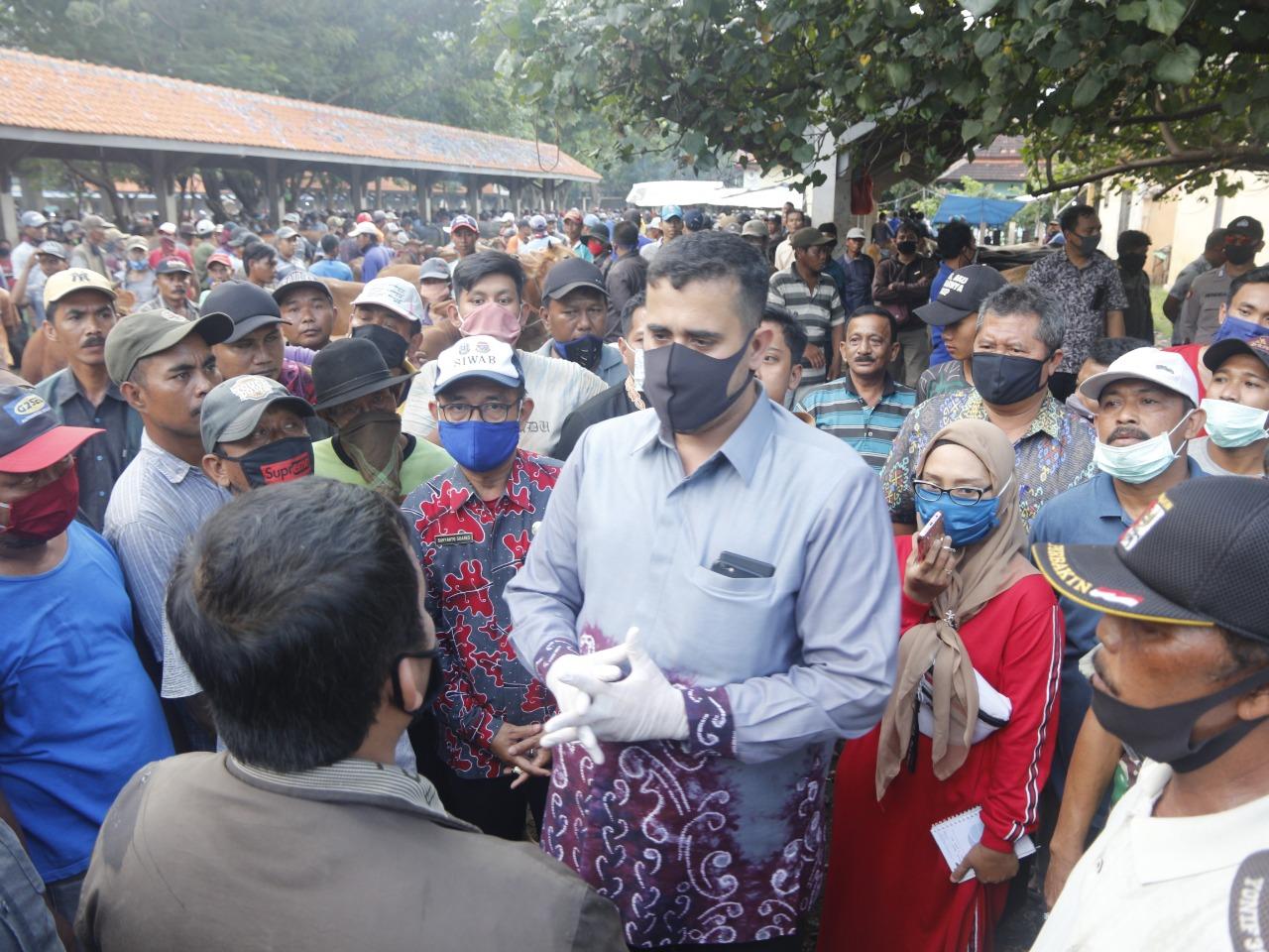 Wajib Pakai Masker, Pedagang dan Pembeli Sapi di Pasar Hewan Wonoasih Jika Tidak Ingin Ditutup