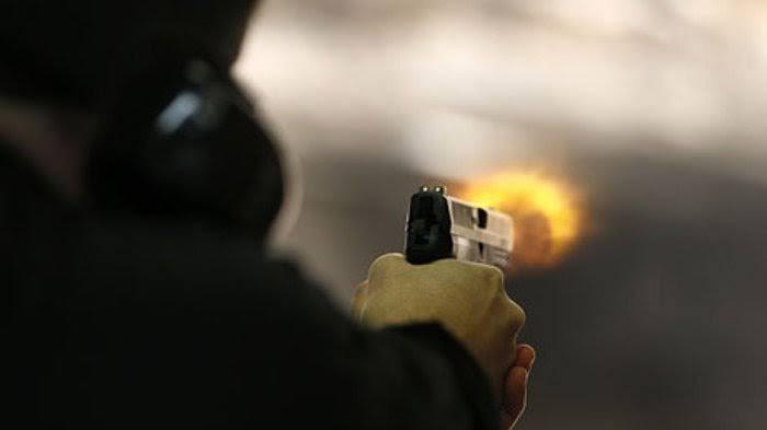 Detik-detik Upaya Perampasan Senjata Polisi di Poso Terekam CCTV. (ilustrasi istimewa)