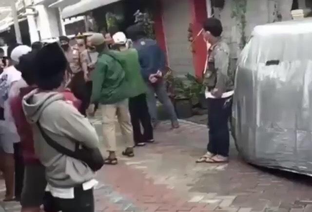 Penghina Nabi Muhammad di Medsos Ditangkap di Surabaya, Massa Geram