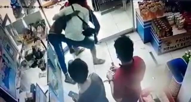 Detik-detik Penangkapan Pelaku Pembacokan Satu Keluarga di Purwakarta