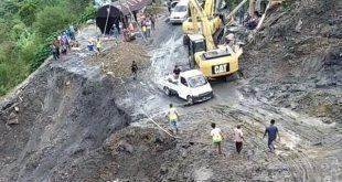 Jalan Lintas Padang-Solok Sempat Lumpuh Karena Longsor, Kini Bisa Dilewati