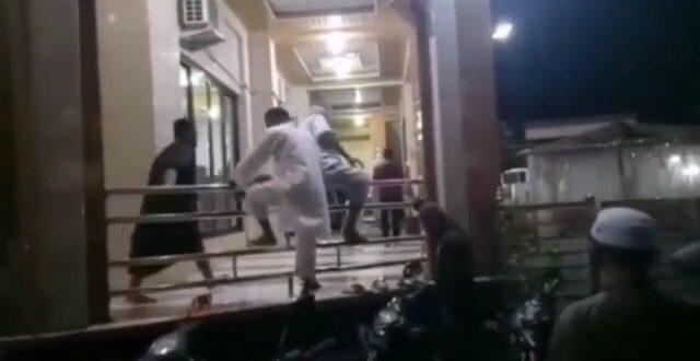 Warga Parepare Panjat Pagar Masjid Demi Salat Berjamaah, Dua Positif Covid-19