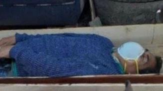 Ketahuan Pesta Miras Saat Lockdown, Wali Kota Pura-pura Mati Saat Ditangkap. (istimewa)