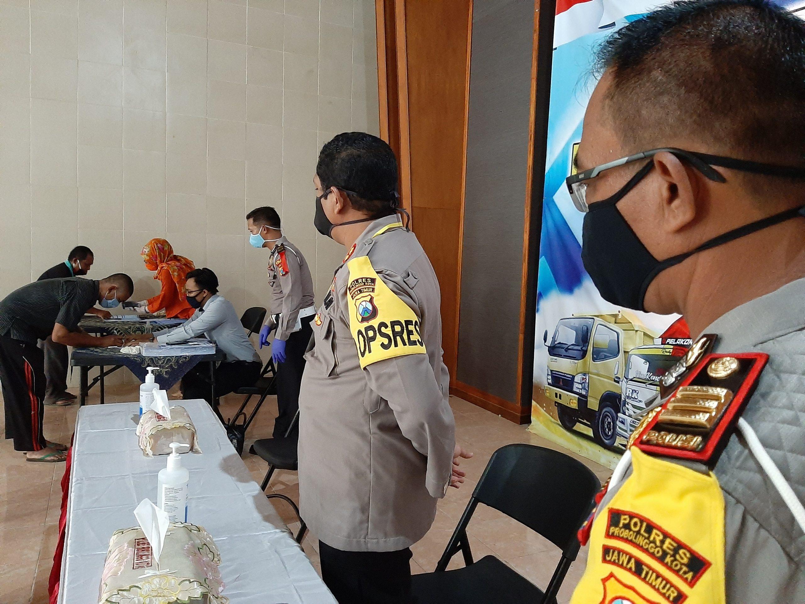 Sebanyak 645 Sopir dan Pengayuh Becak di Kota Probolinggo Dapat Bantuan dari Ditlantas Mabes Polri Selama 3 Bulan
