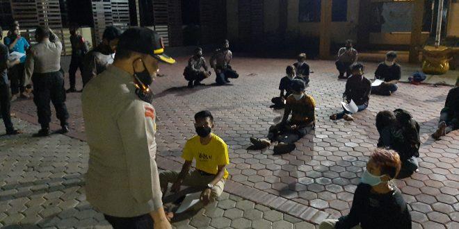 Belasan Remaja Pesta Miras Diamankan Petugas Gabungan Kota Probolinggo Saat Gelar Razia Antisipasi Penyebaran Covid-19