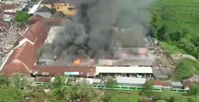 Pasar Kalimas Pemalang Terbakar, Puluhan Kios Hangus Dilahap si Jago Merah