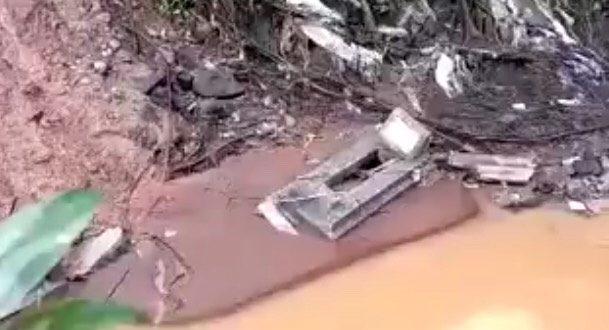 Jenazah Hanyut ke Sungai Akibat Tempat Pemakaman Umum Cikutra Bandung Longsor