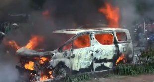 Mobil Alphard Terbakar di Pondok Indah, Diduga Korsleting Listrik