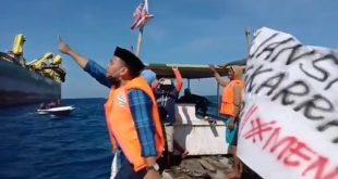 Demo Nelayan Pulau Sangkarrang di Laut, Menuntut Penambangan Pasir Laut Dihentikan