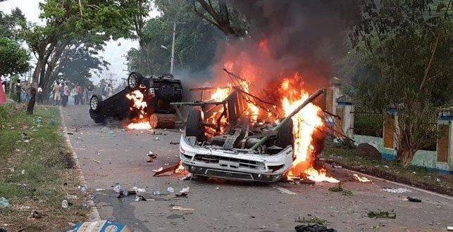 Demo BLT Rp 600 Ribu Ricuh di Madina, Mobil Wakapolres Dibakar, 6 Polisi Terluka