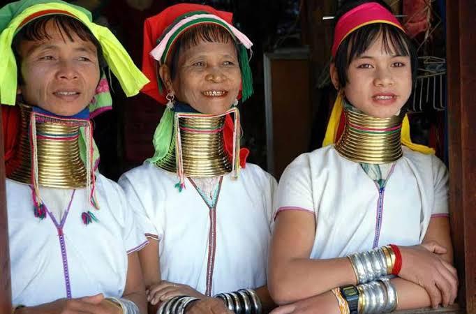 Wanita Suku Karen, Suku Leher Terpanjang di Dunia. (foto: istimewa)