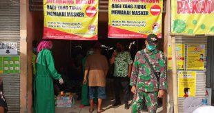 Sambut New Normal Tahap 1, Petugas Gabungan Muspika Tongas Probolinggo Gelar Razia Masker Ke Pasar