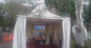 Hujan Deras, Pos Penjagaan Rumah Sehat Covid-19 Sumsel Tertimpa Pohon