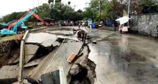 Diterjang Hujan Deras, Jembatan Waduk Pluit Ambruk