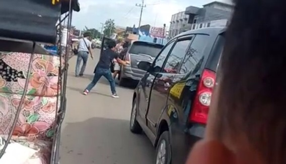 Baku Tembak Polisi dan Penjahat di Jalanan Ogan Ilir