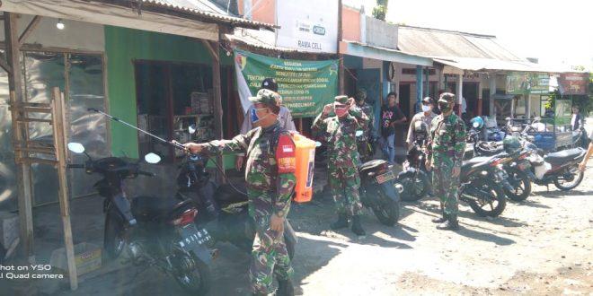 Anggota Koramil 0820/10 Kuripan Kabupaten Probolinggo Bantu Masyarakat di Tengah Pandemi Corona