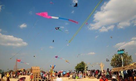 Gadis Kecil Terbawa Layangan, Terbang Hingga 10 Meter ke Udara. (ilustrasi: istimewa)