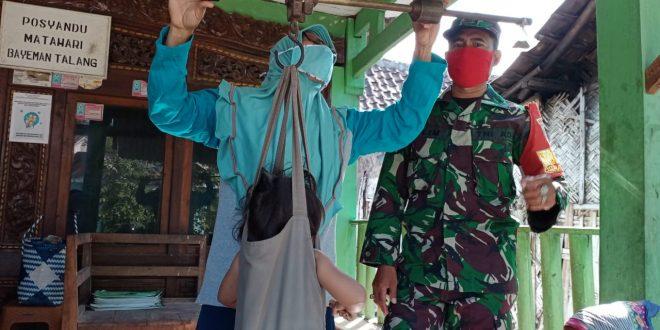 Guna Menjaga Generasi Penerus Sehat, Babinsa Laksanakan Pendampingan di Posyandu