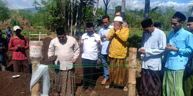 Babinsa Bersama Muspika Laksanakan Peletakan Batu Pembangunan Pertama Masjid