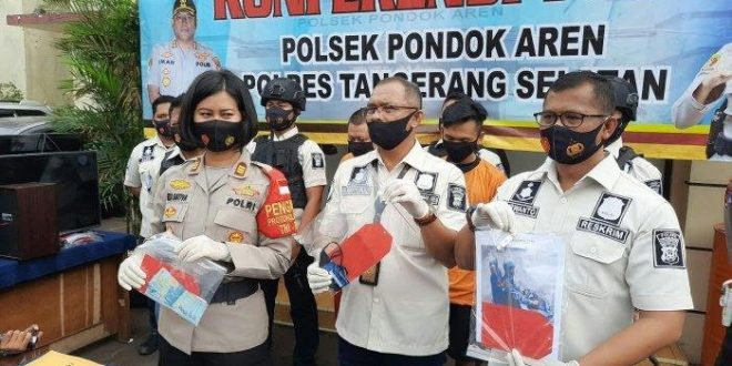 Dua Jambret Kalung Nenek Berusia 85 Tahun Ditangkap, Terancam 9 Tahun Penjara. (foto: Wartakota)