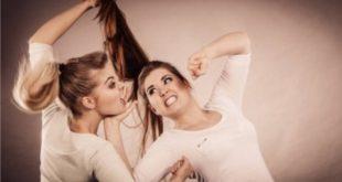 Perkelahian Dua Wanita, Seorang Dipukul Kepalanya Pakai Helm. (ilustrasi: depositphotos.com)