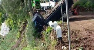 Detik-detik Mobil Pickup Terjun Bebas di Lumajang
