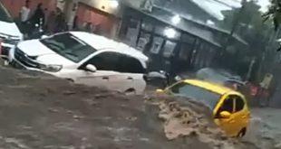 Mobil Terseret Banjir di Sukajadi Bandung