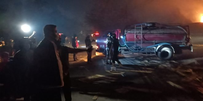 Walikota Probolinggo Pantau Pabrik Pengolahan Kayu Terbakar Dan Rumah Warganya Dampak Kebakaran